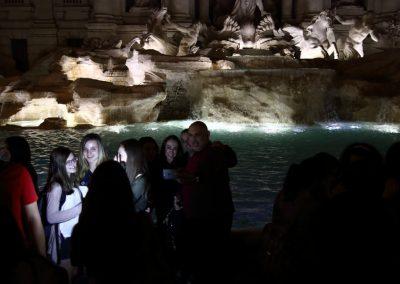 turistas-fontana-di-trevi