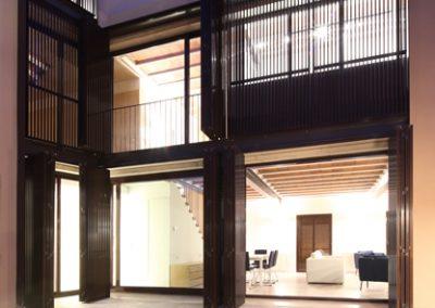 casa-priorat-fachada-patio-02
