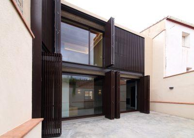 casa-priorat-fachada-patio