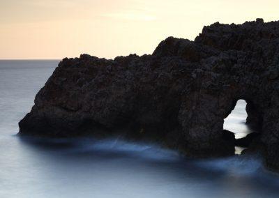 jordi-mestrich-menorca-acantilado-puente-natural-punta-nati