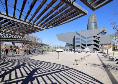museu-hub-lateral-pergola-barcelona-dia