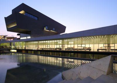 museu-hub-posterior--reflejo-agua--barcelona-atardecer