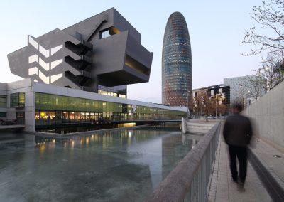 museu-hub-torre-agbar-barcelona-atardecer