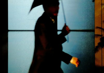 02-jordi-mestrich-noche-lluvia-silueta-paraguas